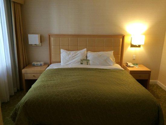 Orchard Garden Hotel: Bedroom