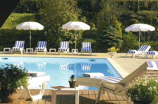 Hotel de la Verniaz et ses Chalets : Piscine extérieure chauffée d'Avril à Septembre