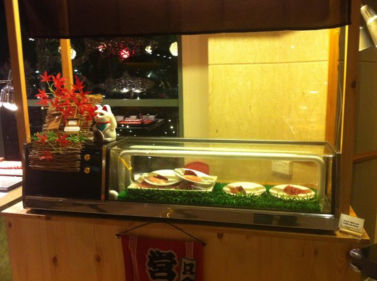 Cafe Brio's: Sushi counter with no staff