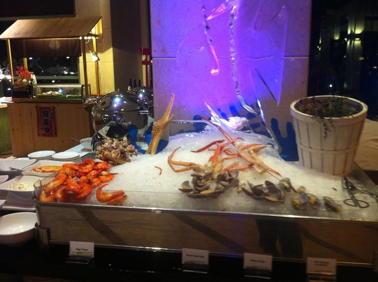 Cafe Brio's: Miserable/Not replenished seafood