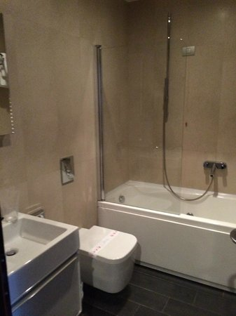 Astoria Boutique Hotel : Bathroom