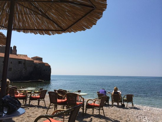 Astoria Boutique Hotel : Breakfast on the beach