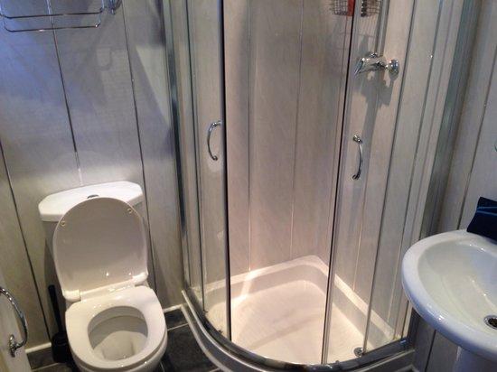 The Baron: Spotless bathroom