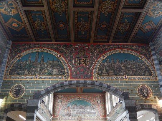 Gent-Sint-Pieters Railway Station: stz gand - atrio - vetrata colorata 2