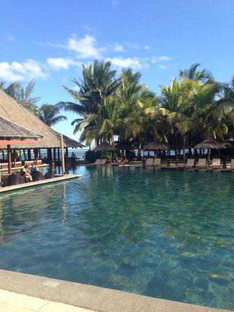 Heritage Awali Golf & Spa Resort: The beautiful pool by the Zenzibar