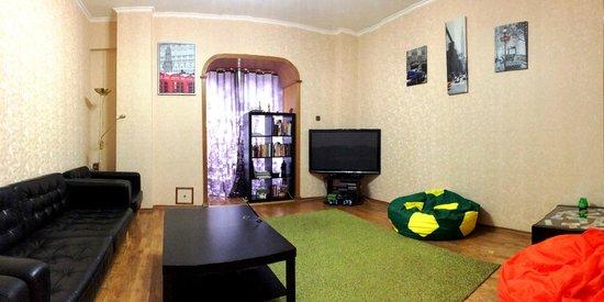 Green ManGo Hostel: гостинная
