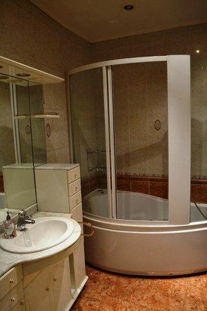 Green ManGo Hostel: ванная комната