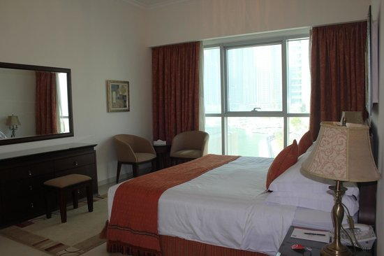 Marina Hotel Apartments: Master bedroom