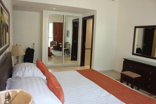 Marina Hotel Apartments: Masterbedroom
