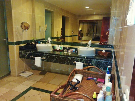 Luxury Bahia Principe Cayo Levantado Don Pablo Collection: huge bathroom