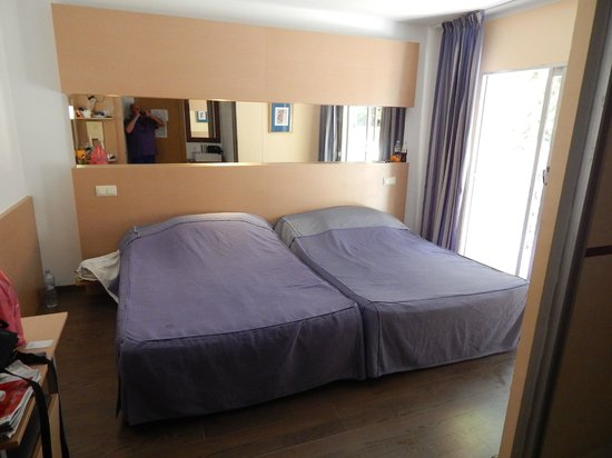 Rtoom With 2 Double Beds Picture Of Hotel Villamarina Club Salou