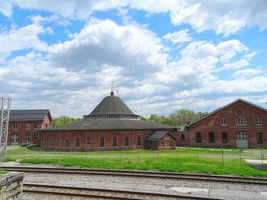 B & O Roundhouse: roundhouse