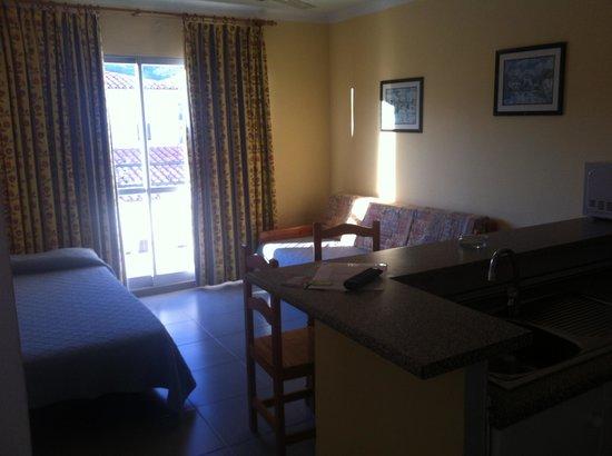 Martinez Apartments: Salon