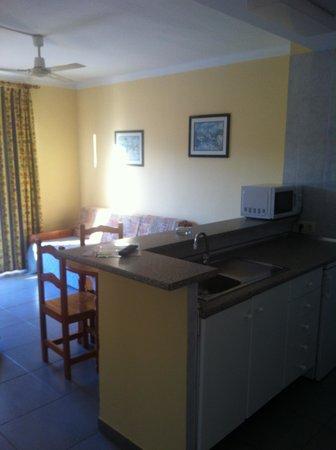 Martinez Apartments: Cocina