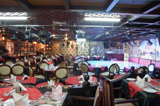 Regal Plaza Hotel: Bolywood cafe,Indian restaurant/night club