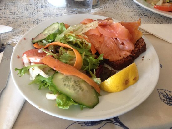 Willow Cafe Tea Room: open sandwich al salmone affumicato