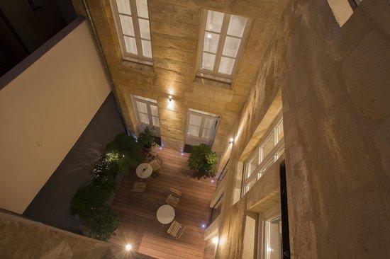 Hotel La Cour Carrée: Cour intérieure le soir