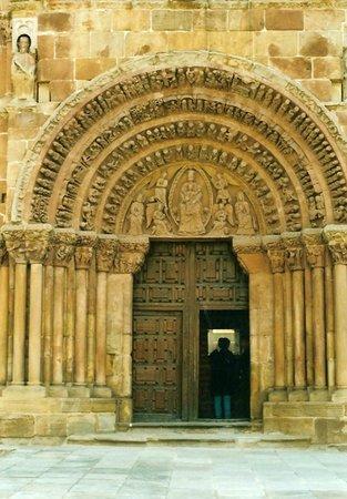 Iglesia de Santo Domingo: Portada