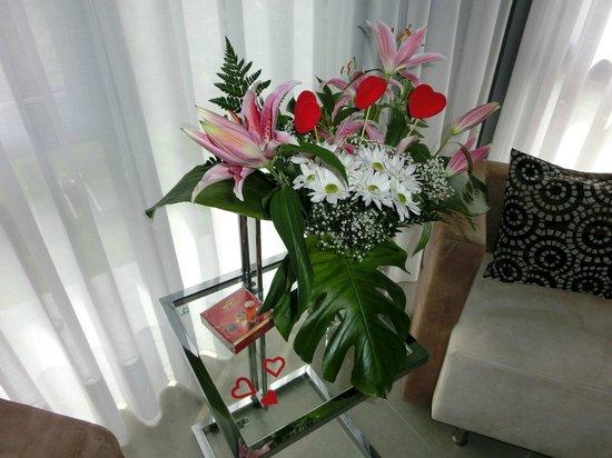 Hotel Spa Niwa: Detalle flores y bombones