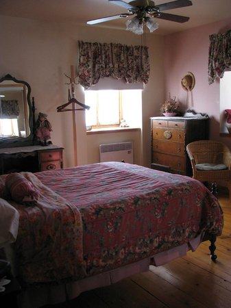 Gite Du Vieux-bourg : la romantique, salle de bain complet 95$ can