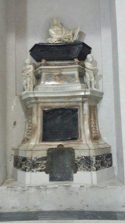 Basilica di Santa Maria degli Angeli e dei Martiri : La tomba del geniale pittore e poeta Salvatore Rosa di Bernardo Fioriti