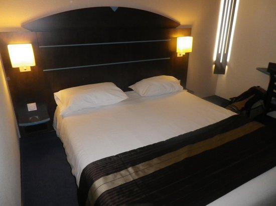 Akena City: chambre