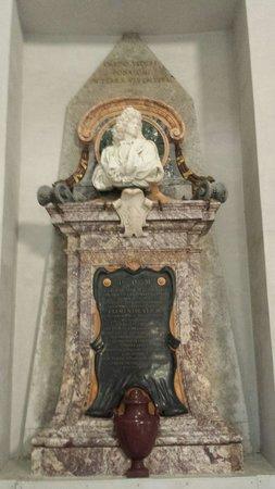 Basilica di Santa Maria degli Angeli e dei Martiri : Il monumento funebre del pittore Carlo Maratta