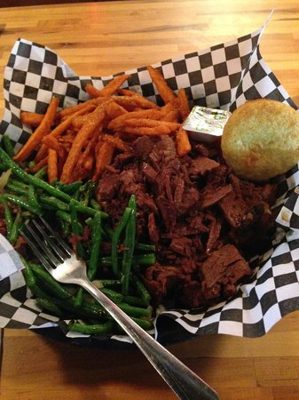 Smokin' Dave's BBQ & Tap House: Beef Brisket, green beans, and sweet potato fries