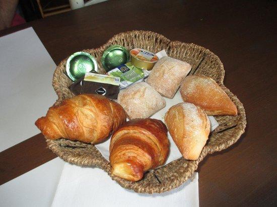 Hotel Peralta: Desayuno calentito