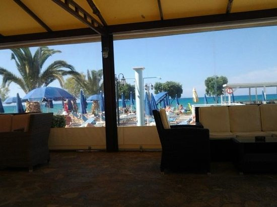 Alykanas Beach Apart-Hotel: the comfy seats in the covered area next to the pool