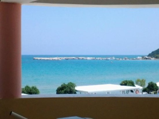 Alykanas Beach Apart-Hotel: view from the corridor before going down the stairs