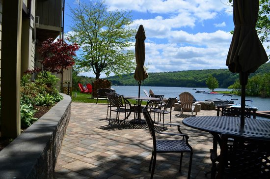 LakeStar Lodge: Rear patio overlooking Deep Creek Lake