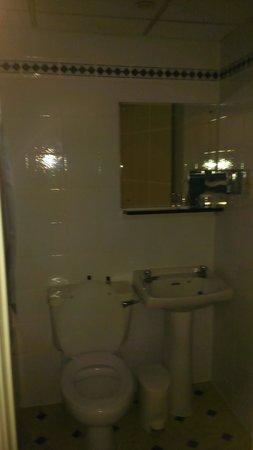 Thistle City Barbican, Shoreditch : Bathroom