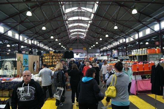 Queen Victoria Market : more clothing shops, souvenirs, crafts, etc.