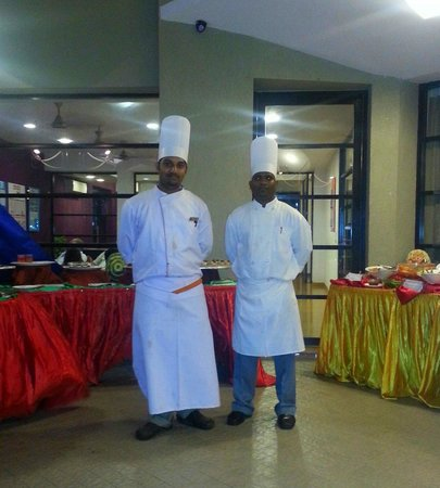 Whispering Palms Beach Resort : lovely chefs