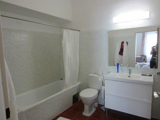 Parkhotel Krems: Geräumiges sehr sauberes Bad