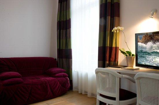Hotel Lutetia : chambre loisirs dans villa