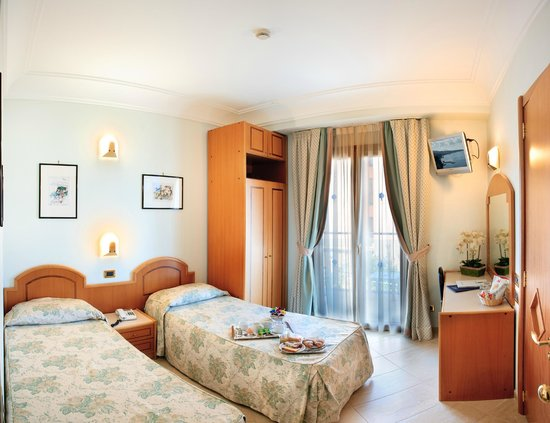 Comfort Hotel Gardenia Sorrento Coast: twin room