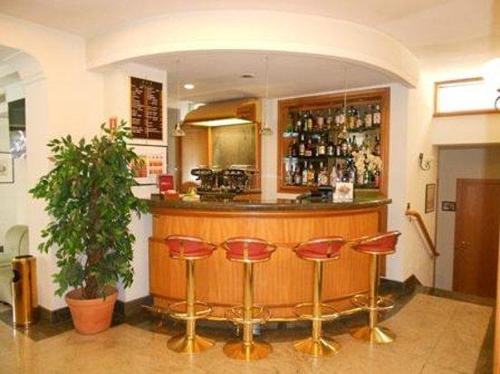 Comfort Hotel Gardenia Sorrento Coast: Bar