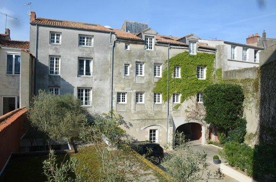 Residence de France: La résidence : bâtiment le long de la Rue du Minage