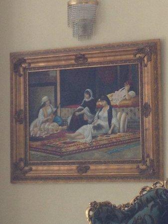 Legacy Ottoman Hotel: tableau à l'entrée