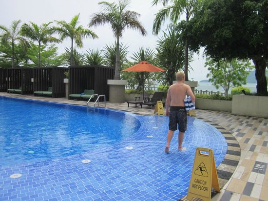 Hyatt Regency Kinabalu : Pool towels are available and plenty of shady seats