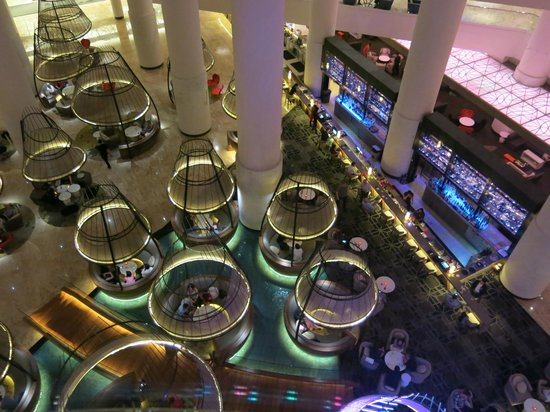 Pan Pacific Singapore: View from Lift looking down to hotel foyer