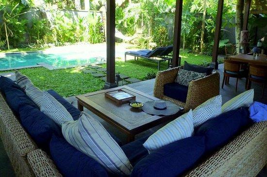 Mango Tree Villas : outdoor living room