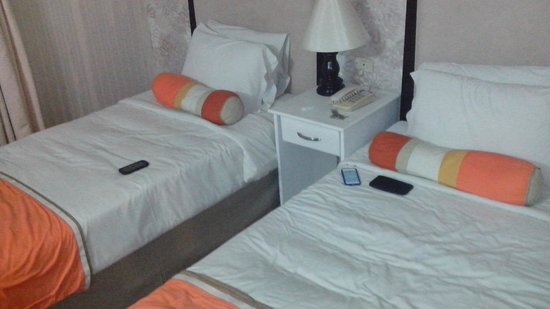 Queen Margarette Hotel: Our room
