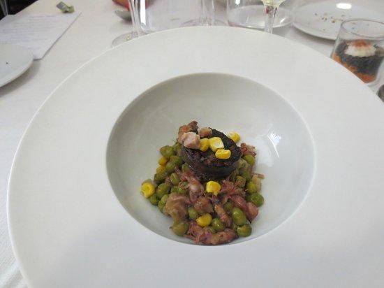 La Forquilla: Erbsen / Tintenfisch