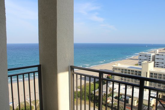 Palm Beach Marriott Singer Island Beach Resort & Spa : Room 1908 view. ocean out left, inter coastal view right