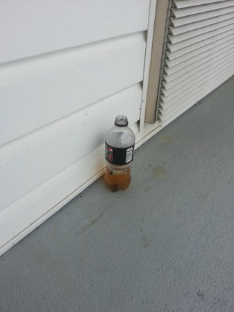 DoubleTree by Hilton Hotel Raleigh-Durham Airport at Research Triangle Park: Bottle left on balcony