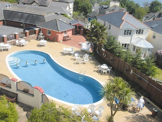 Red House Hotel : Outdoor Swimming Pool