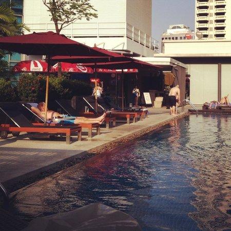 Park Plaza Bangkok Soi 18: Lovely rooftop pool